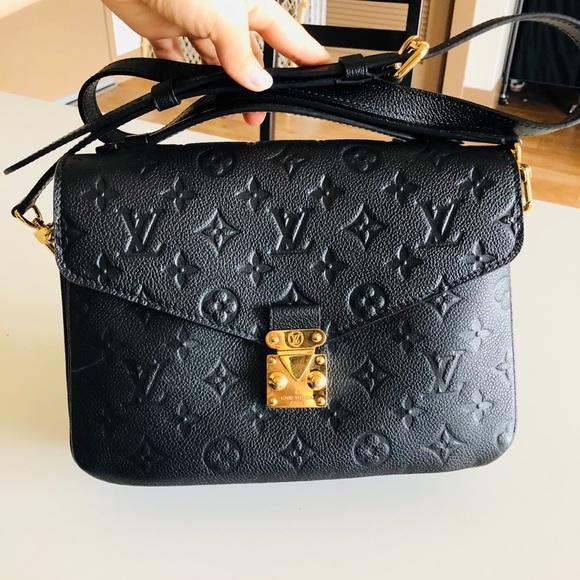 079a90e90c0e Louis Vuitton Handbags - Louis Vuitton Pochette Metis- noir color